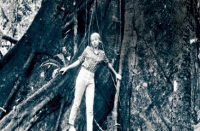 Το 1971, αυτή η 17χρονη έπεσε στην ζούγκλα από αεροπλάνο που πετούσε στα 10.000 πόδια. Δεν φαντάζεστε τι κάνει σήμερα!