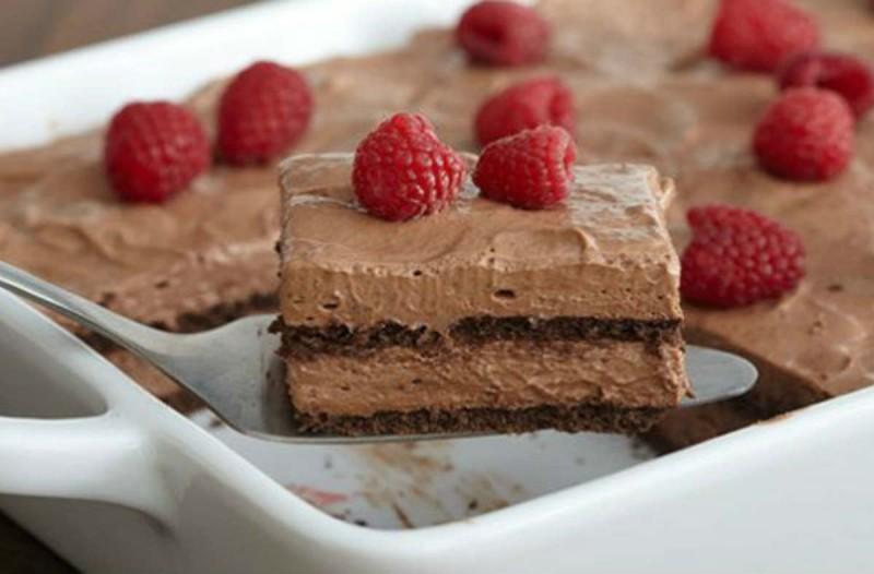 Σοκολατένιο γλυκό ψυγείου με υλικά της... στιγμής