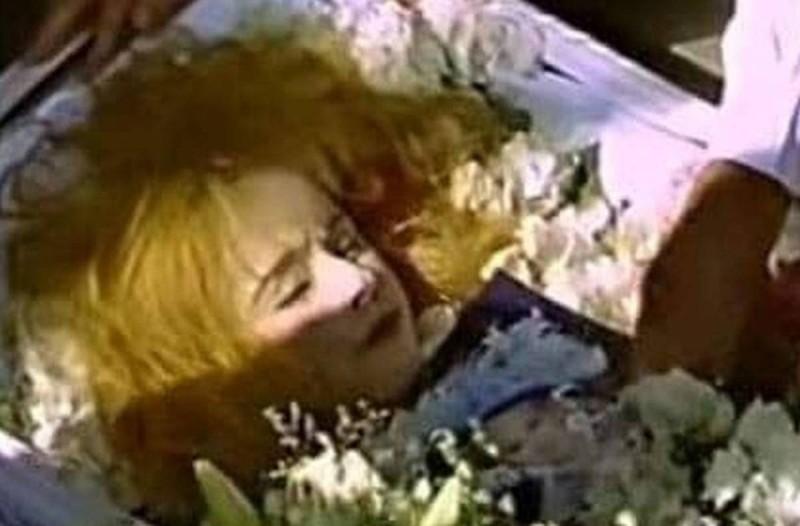 Σάλος: Οι απαγορευμένες φωτογραφίες της νεκρής Αλίκης Βουγιουκλάκη