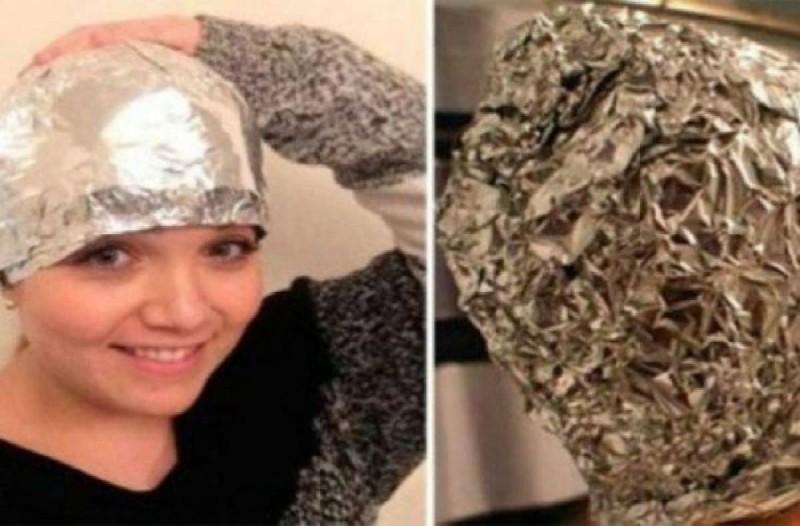 Λούστηκε και τύλιξε το κεφάλι της με αλουμινόχαρτο - Μισή ώρα μετά τα μαλλιά της ήταν...