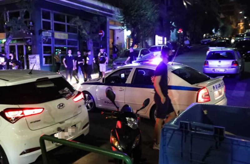 Κορωνοϊός: «Ντου» της Αστυνομίας στην πλατεία Βαρνάβα στο Παγκράτι