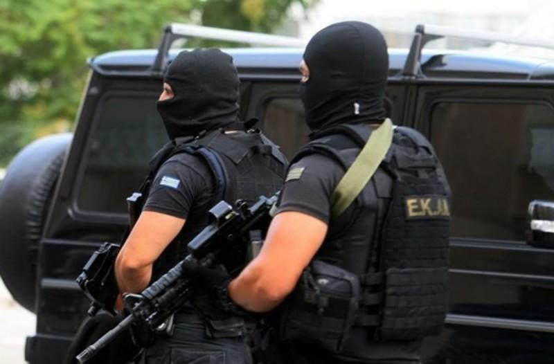 Συναγερμός στην Αττική: Τρεις συλλήψεις από την Αντιτρομοκρατική - Βρήκαν όπλα και εκρηκτικά (Video)