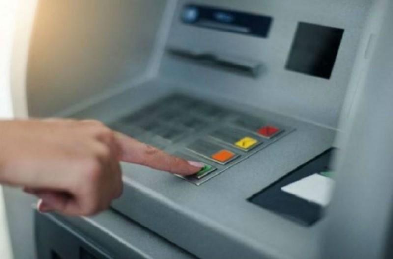 Προσοχή: Αυτό είναι το νέο κόλπο για να κλέβουν κάρτες, ΡΙΝ και χρήματα από τα ΑΤΜ