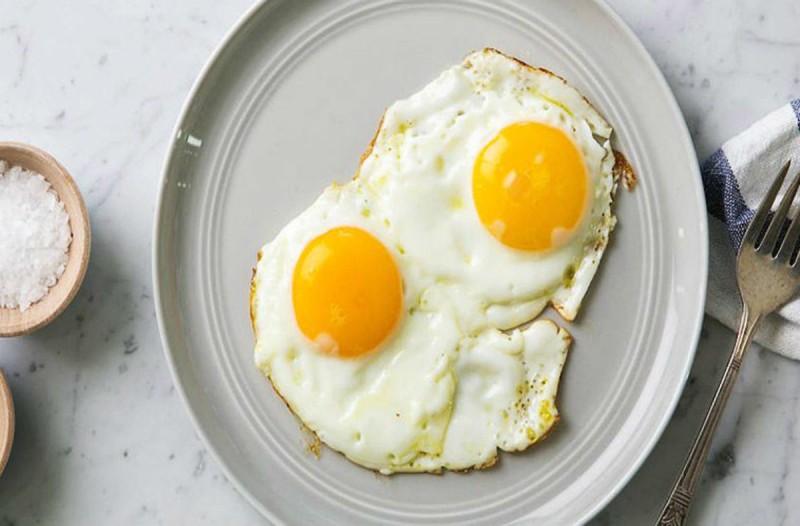 Ξεχάστε τα τηγανητά αυγά όπως τα ξέρατε - Η νέα μόδα τα θέλει σε... φακελάκι