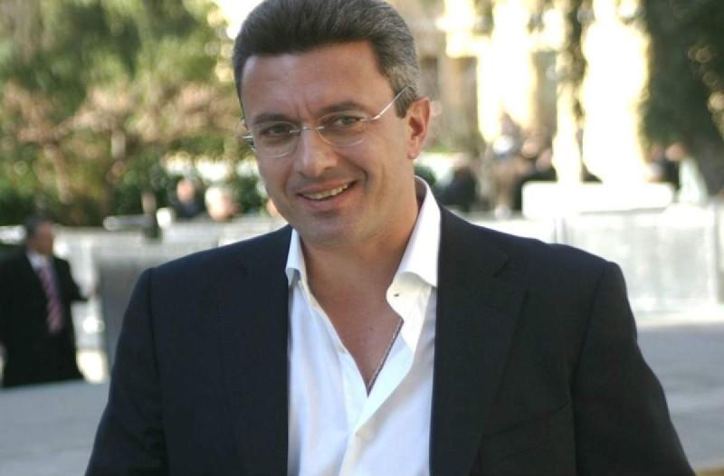 Νίκος Χατζηνικολάου: