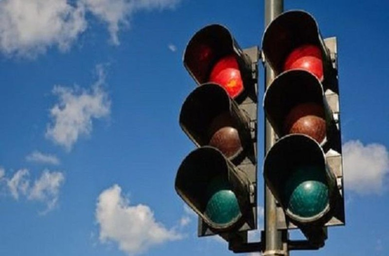 Το ήξερες; Γιατί τα φώτα στα φανάρια είναι πράσινα και κόκκινα;
