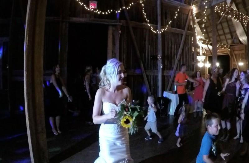 Η νύφη πέταξε στις ανύπαντρες την ανθοδέσμη  - Η κατάληξη όμως έκανε τους πάντες να