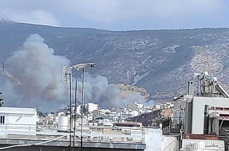 Μαίνεται η φωτιά στον Βύρωνα - Εξελίξεις σε Πάρο και Λαύριο