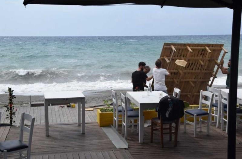 Κακοκαιρία «Ιανός»: Μετά το Ιόνιο εξαπλώνεται μέχρι τη Μεσσηνία - Έκτακτα μέτρα του Δήμου Αθηναίων