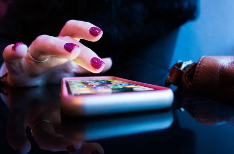Κολλάει το κινητό σου; Το κόλπο που θα το κάνει να πηγαίνει... σφαίρα