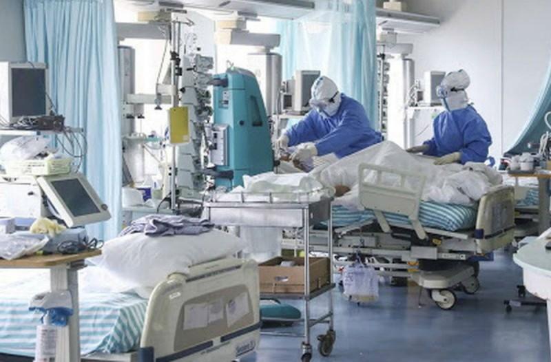 Κορωνοϊός: «Κόκκινος» συναγερμός στο σύστημα υγείας - Εκκενώνονται ΜΕΘ στην Αττική - «Φράκαρε» ο Ευαγγελισμός, παραιτήσεις στο Γ. Κ. Νίκαιας