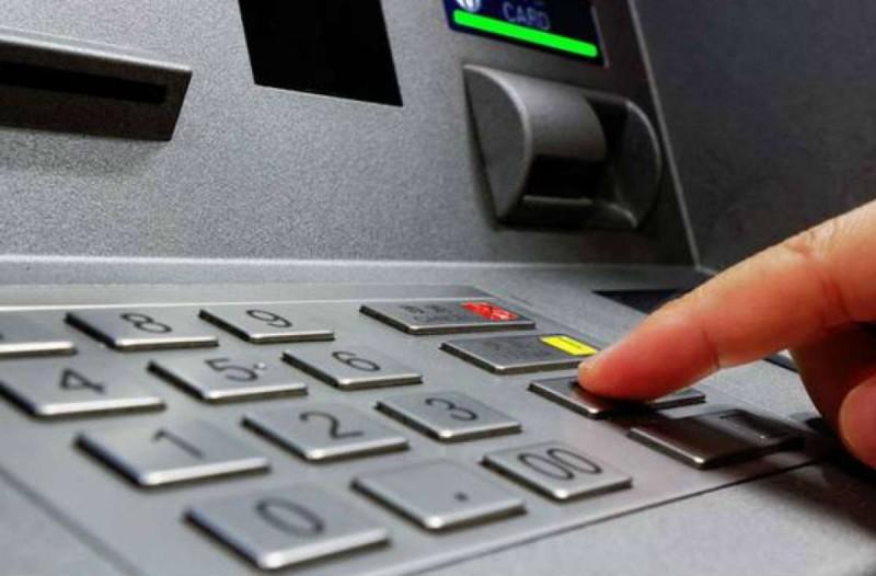 Απίστευτο κόλπο: Ξέρατε τι θα συμβεί αν πληκτρολογήσετε το PIN στο ATM αντίστροφα;