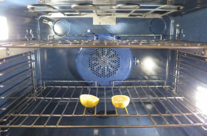 Κόψτε ένα λεμόνι στη μέση και βάλτε το στο φούρνο - Ο λόγος; Πανέξυπνος