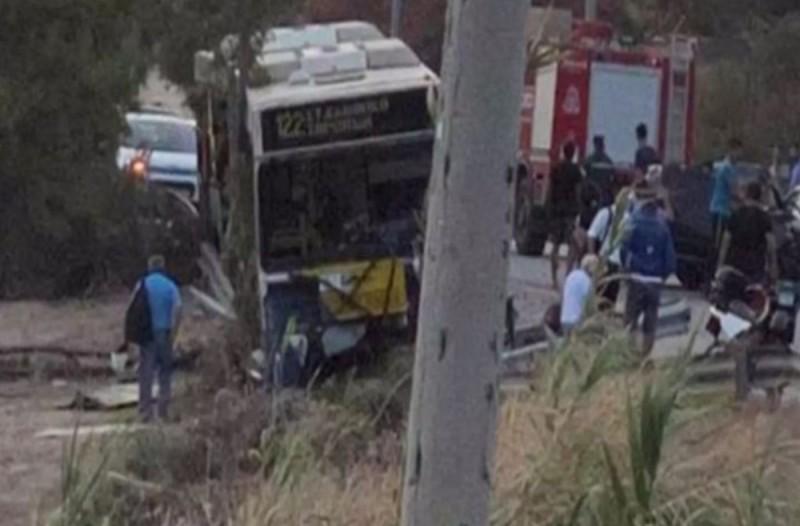 Νεκρός ο οδηγός λεωφορείου μετά το τροχαίο στην Αγία Μαρίνα