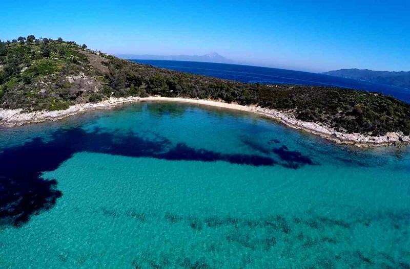 Θα πας διακοπές τον Οκτώβριο; Αυτό το νησί έχει τις τέλειες παραλίες για απολαύσεις το ταξίδι σου!