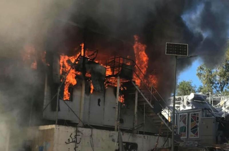 Νέα φωτιά στο ΚΥΤ της Μόριας - Πληροφορίες για εγκλωβισμένους (Video)
