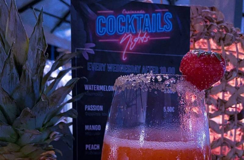 Cocktails δίπλα στο κύμα με 5,5€; Κι όμως!