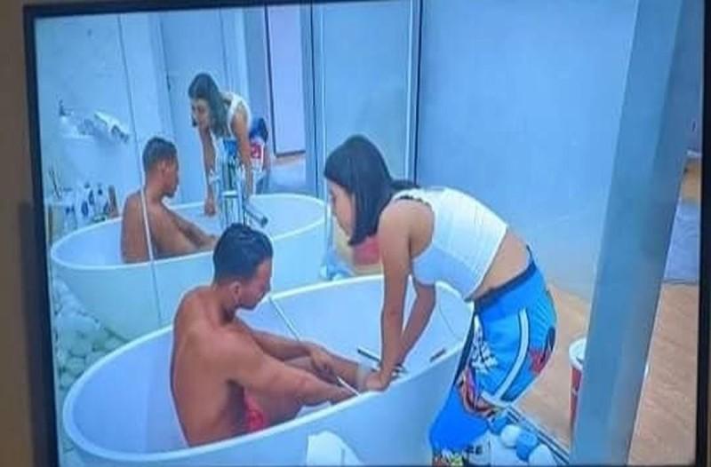 ραίσα μπάνιο με δίδυμο
