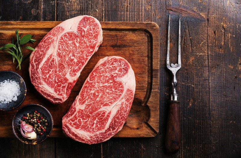 Σου λύνουμε την απορία: Μπορείς ή όχι να ξαναπαγώσεις το ωμό κρέας;