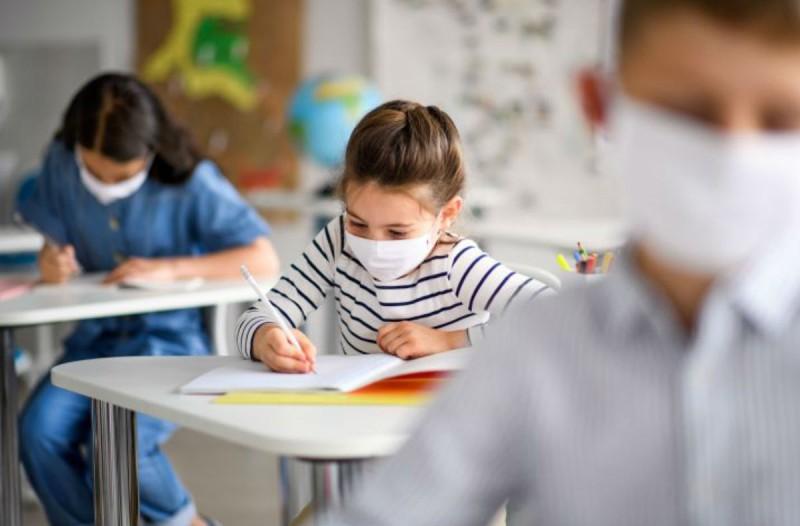Κορωνοϊός-σχολεία: Εισαγγελική έρευνα για τη χρήση μάσκας - Απειλητικά μηνύματα προς τους καθηγητές (Video)