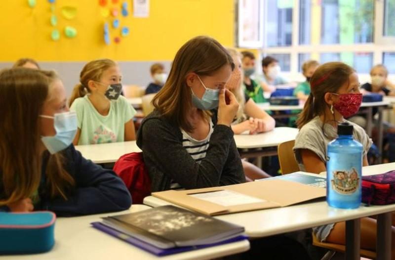 Σχολεία: Κατέφτασαν οι πρώτοι μαθητές με μάσκες - Νέα εποχή στην εκπαίδευση