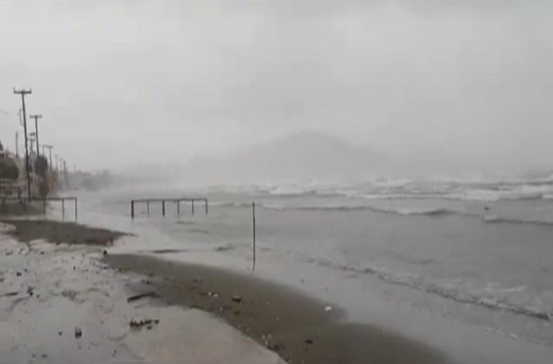 Ο κυκλώνας «Ιανός» «χτυπάει» τη Ζάκυνθο - Πρώτες εικόνες από το νησί (Video)