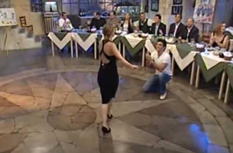 Κορυφαία Ελληνίδα τραγουδίστρια χορεύει το πιο… αντρίκειο ζεϊμπέκικο και μας αφήνει άναυδους