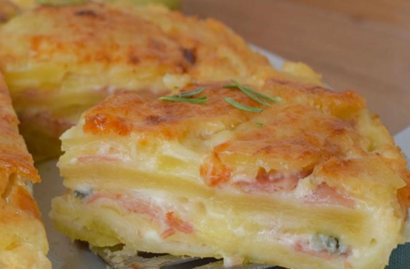 Θεϊκή, ζουμερή τυρόπιτα με μπέικον