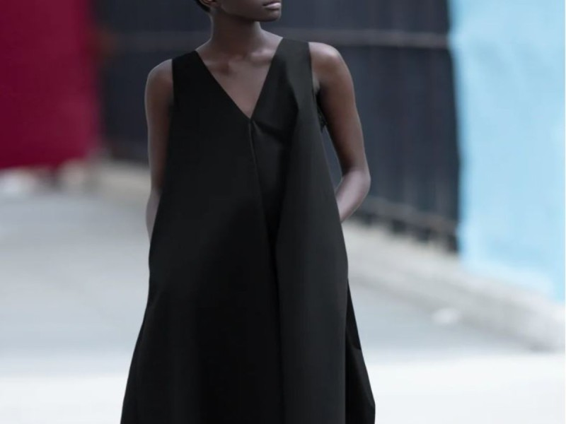 Φόρεμα μαύρο από τα καταστήματα ZARA