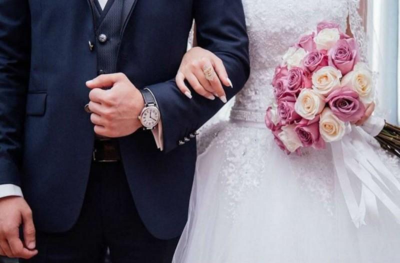 Πήγε στο γάμο και φλέρταρε με μια καλεσμένη - Η συνέχεια θα σας σοκάρει