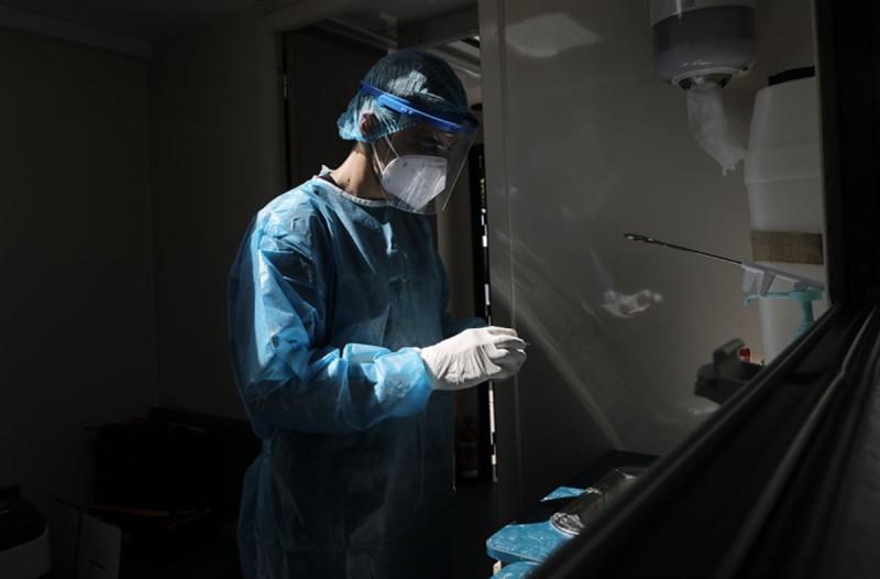 Κορωνοϊός: Νέα «έκρηξη»-σοκ με 2.056 κρούσματα - Στους 135 οι διασωληνωμένοι
