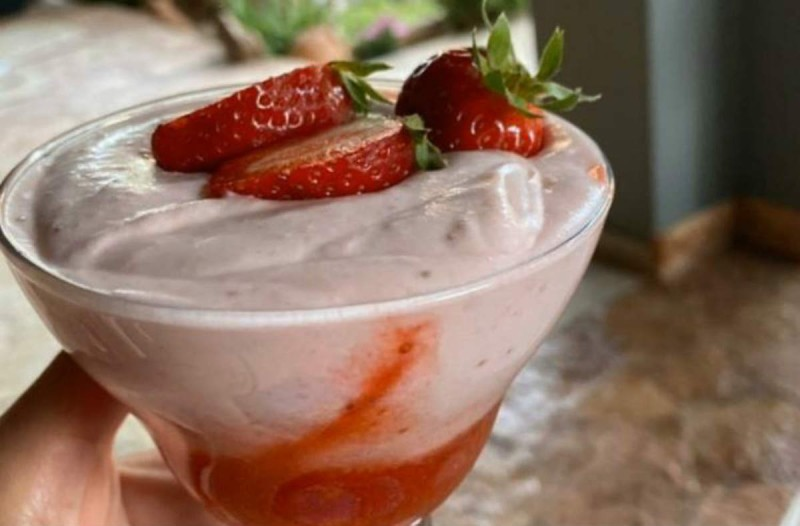 Μεθυσμένες φράουλες σε γλυκό ψυγείου