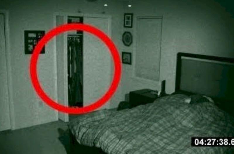32χρονος έβαλε κρυφή κάμερα στο δωμάτιο της κοπέλας του - Αυτό που κατέγραψε τον έκανε να παγώσει (Video)