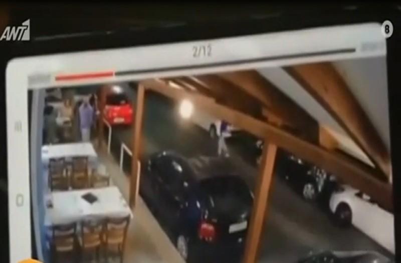 Βίντεο σοκ: Οδηγός μηχανής παρέσυρε σερβιτόρο