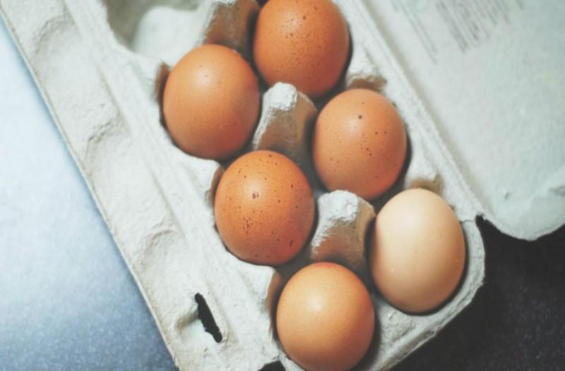 Μην ξαναπετάξετε τα ληγμένα σας αυγά - Δείτε πώς να τα χρησιμοποιήσετε