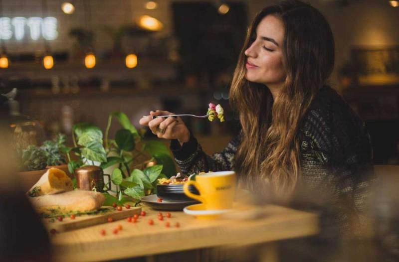 Διαισθητική διατροφή: Αυτή θα κάνει διαφορά στο σώμα σου - Οι τροφές που καταναλώνεις
