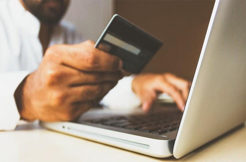 Μεγάλη απάτη: E-shop εξαπατούσε πελάτες και τους έπαιρνε λεφτά από αγορά...