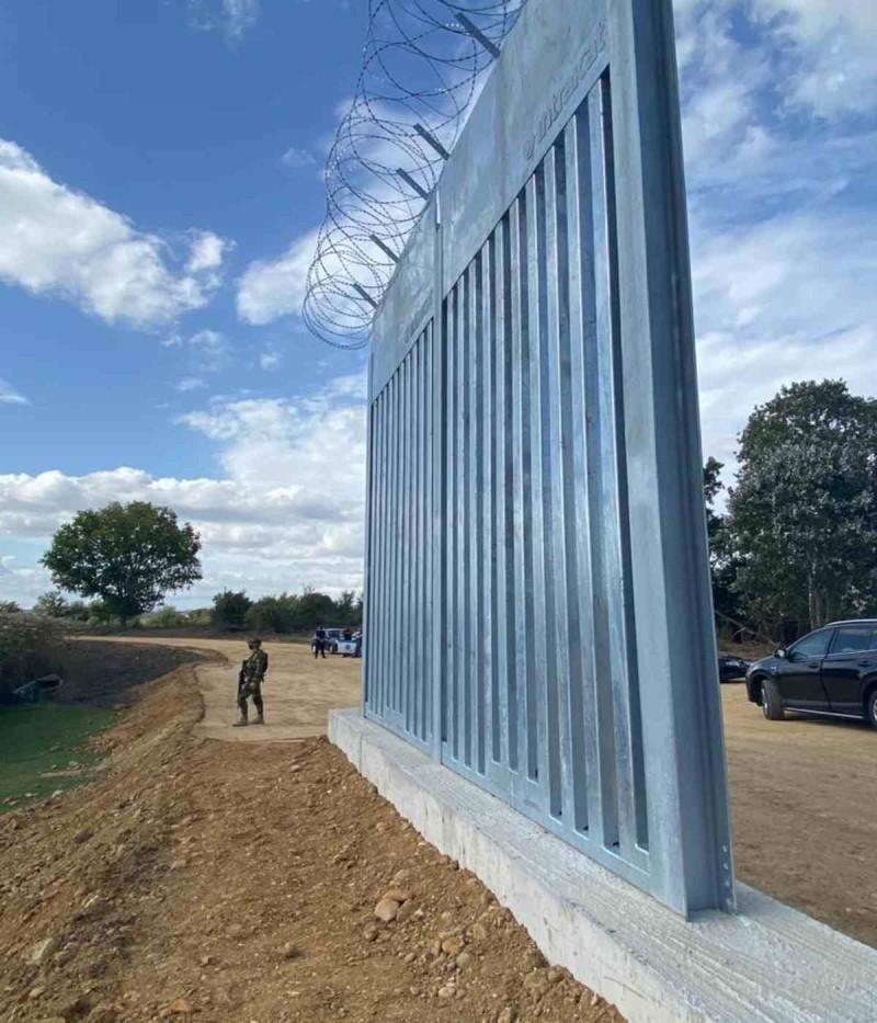 Η κατασκευή του φράχτη στον Έβρο