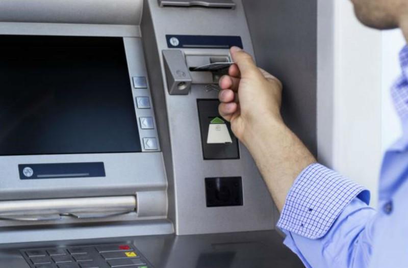 32χρονος πήγε να κατεβάσει χρήματα στο ΑΤΜ - Αντί για χρήματα του έβγαλε κάτι το... σοκαριστικό!