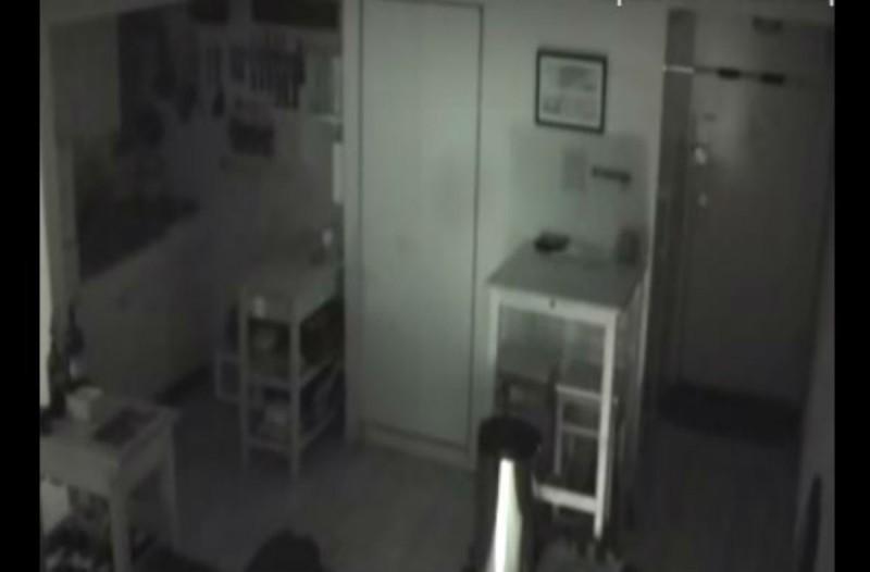 Άκουγε παράξενους θορύβους στην κουζίνα - Όταν έβαλε κάμερα πάγωσε με αυτό που αντίκρισε