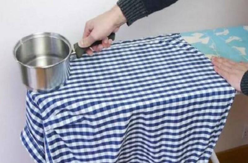 Γέμισε με βραστό νερό μια κατσαρόλα και την ακούμπησε πάνω σε ένα πουκάμισο - Μόλις δείτε το λόγο θα τρέξετε να το κάνετε