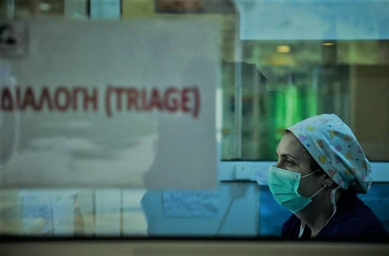 Κορωνοϊός: Πανικός με πάνω από 600 κρούσματα - Άλλοι οκτώ θάνατοι