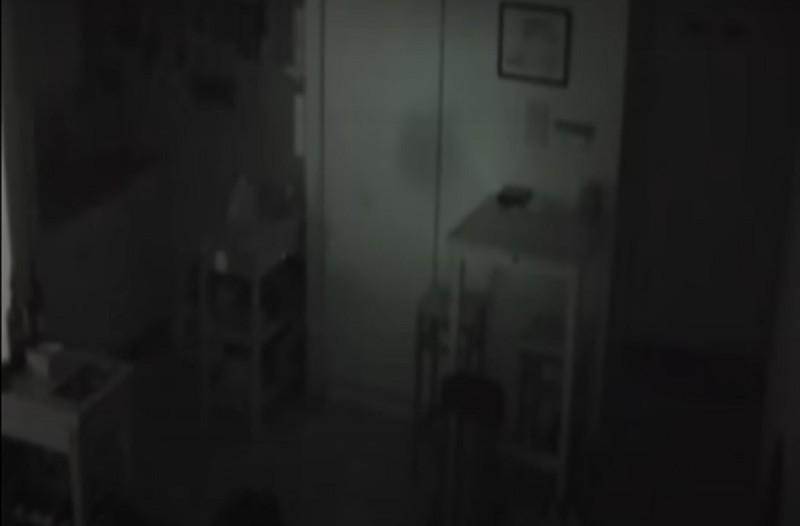 Έβαλε κρυφή κάμερα να δει τι του αναστατώνει την κουζίνα - Toυ κόπηκε το αίμα με αυτό που είδε (Video)