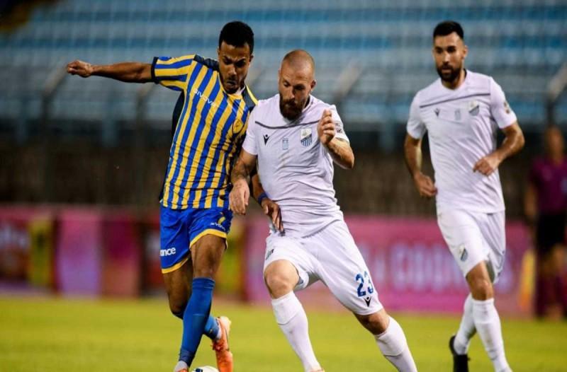 Super League: Άχρωμο, άοσμο, ισόπαλο ματς στη Λαμία