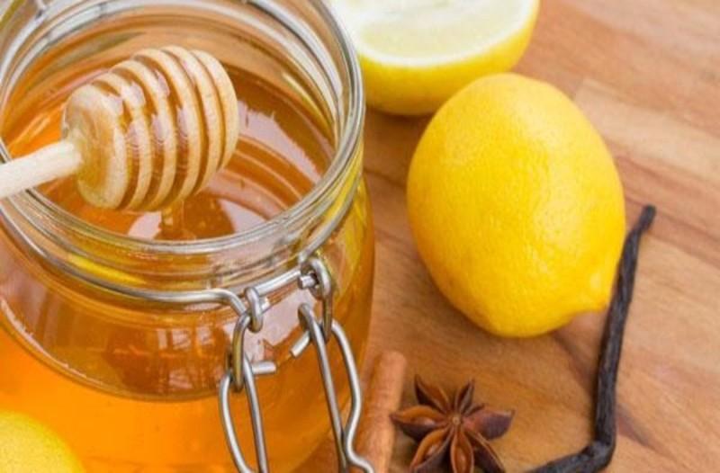 Τι συνέβη σε γυναίκα που έπινε ζεστό νερό με μέλι και λεμόνι