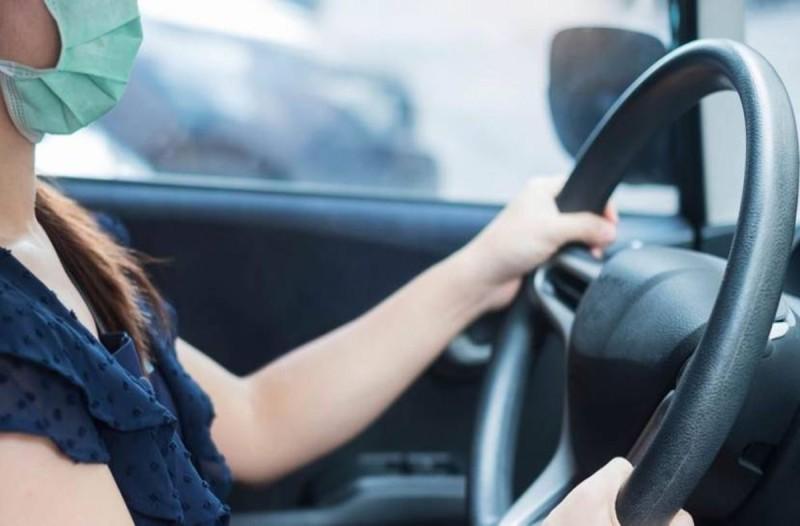 Έλεγχοι και πρόστιμα για όσους δεν φοράνε μάσκα στα αυτοκίνητα