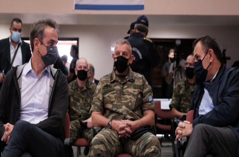 Κυριάκος Μητσοτάκης και ο Νίκος Παναγιωτόπουλος συζητούν για τον φράχτη στον Έβρο