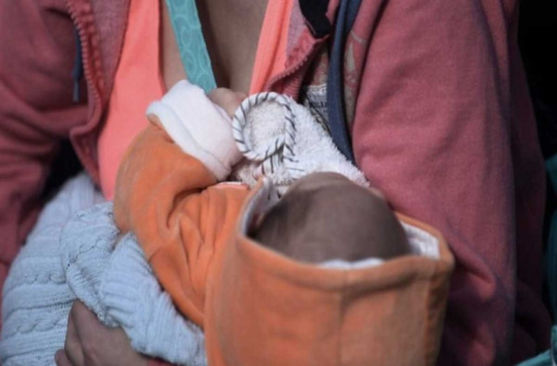 Το μωρό αυτό ήταν 5 μηνών όταν έκανε το απίθανο - Άφηνε «κάγκελο» γονείς και περαστικούς