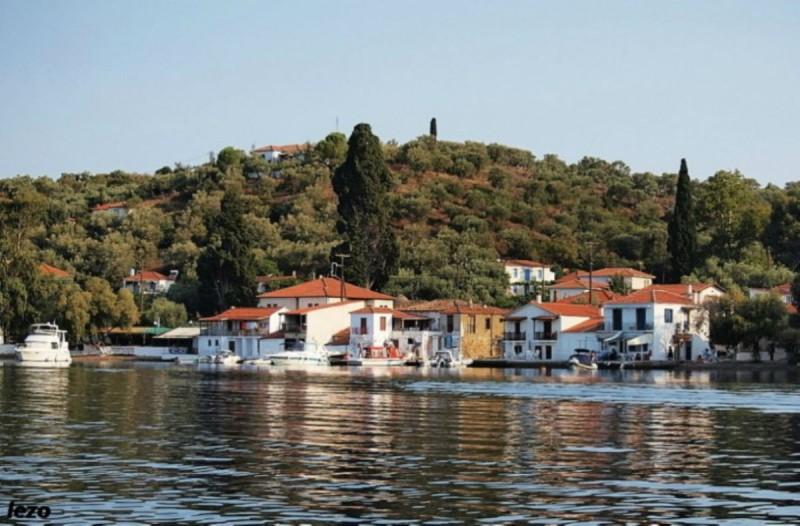 Το μοναδικής και σπάνιας ομορφιάς άγνωστο Ελληνικό νησάκι που το επισκέπτεσαι μόνο με.. θαλάσσιο ταξί