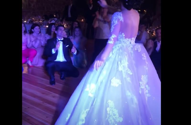 Το ζεϊμπέκικο της νύφης που έκανε τον γαμπρό να πέσει στα γόνατα (Video)